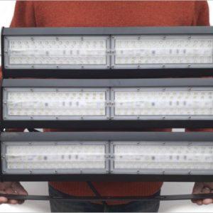 Projecteur-led-300W-grande-hauteur